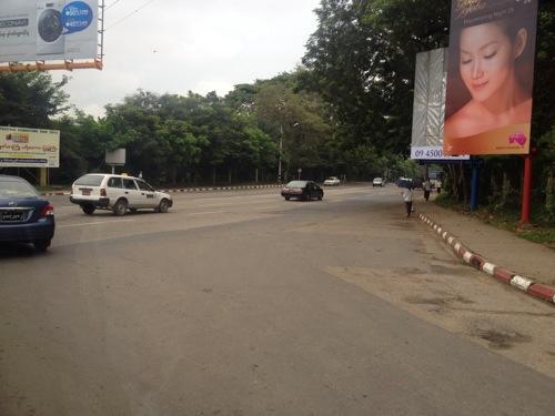 ヤンゴン 道路