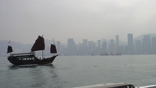香港観光・星光大道(アベニュー・オブ・スターズ)に行ってブルース・リーの銅像を見てきたよ!