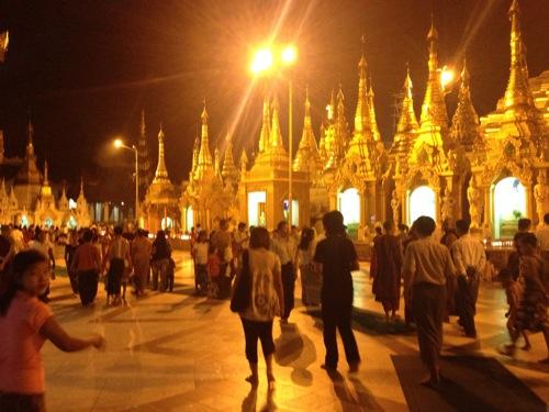 バンコクからミャンマーへ 「シュエダゴンパゴダ」に行ってきたよ