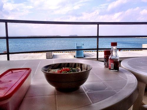 [沖縄]渡名喜島のターミナル食堂・海を目の前に沖縄そばを食べてきた