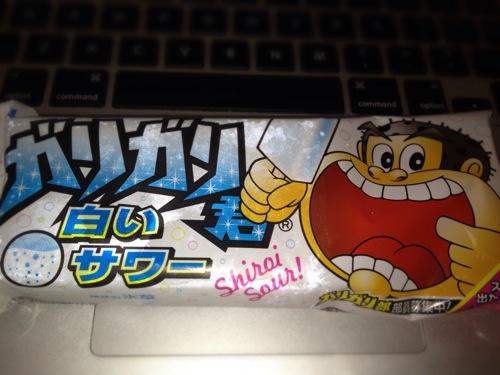 新発売のガリガリ君白いサワー味を食べたよ。