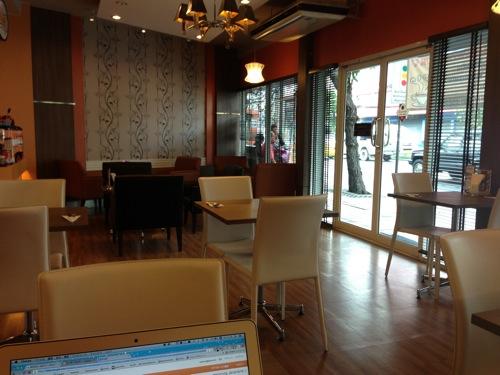 バンコク・ラップラオにあるWiFi・電源のあるカフェ「You&I」はご飯も美味しいくて居心地が良い