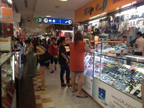 SimロックフリーのiPhone5をタイ・バンコクで買いました。