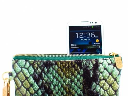 iPhone5やGalaxy S3をオシャレな女性用ポーチに入れるだけでワイヤレス充電できる「Everpurse」