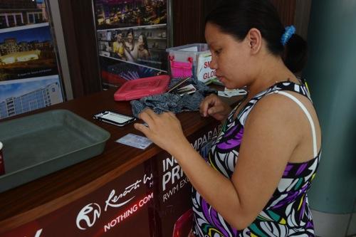 【フィリピン】クラーク国際空港でiPhone 5用のプリペイドSimを買う方法