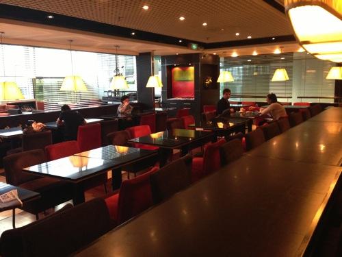 【香港国際空港】プライオリティパスで利用できる「トラベラーズラウンジ」のご飯が美味しい件