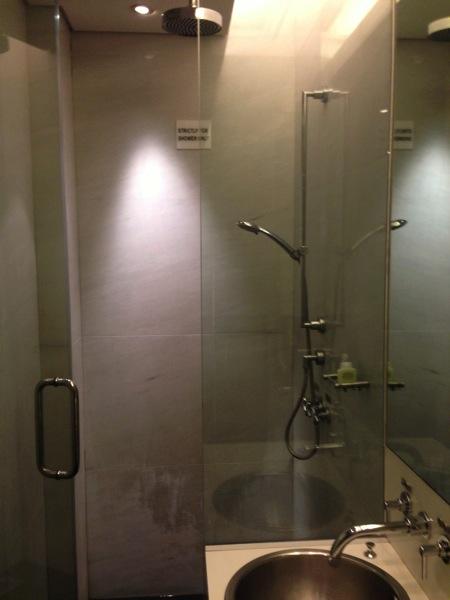シンガポール シャワー