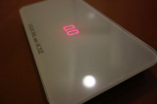 旅行にも持っていける、タブレット並に小さくて軽ーい体重計が素敵すぎる。