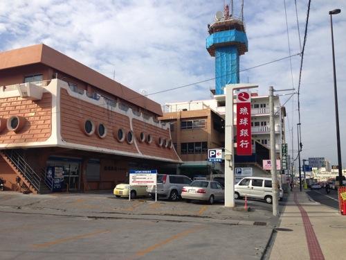 沖縄銀行と琉球銀行を比較して、琉球銀行で口座を作ってきました。