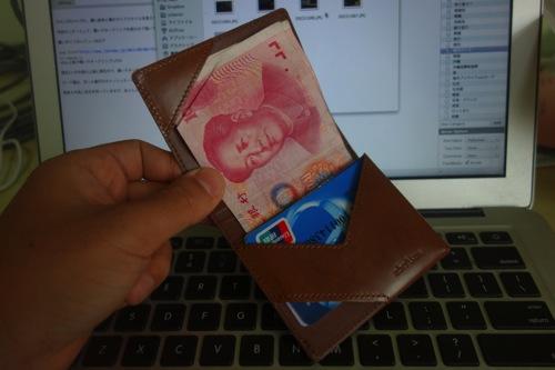 薄いマネークリップを海外旅行用の財布として使い始めたけど、やっぱりこれ良いです。#abrAsus