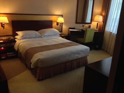 エンペラーホテル クイーンサイズベッド