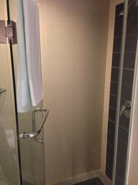 エンペラーホテル シャワー