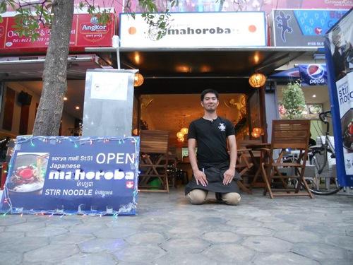 プノンペンにある日本食レストラン・まぜ麺「mahoroba」は日本語が話せるカンボジアスタッフも居ます。WiFiも電源も使えます。