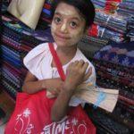 絵葉書売りの少女 | ミャンマーでの回顧録