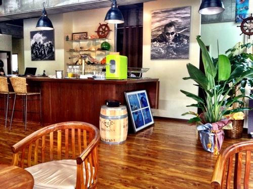 那覇のビジネスカフェ電源・WiFi無料の「Tab'spot」に来ました。