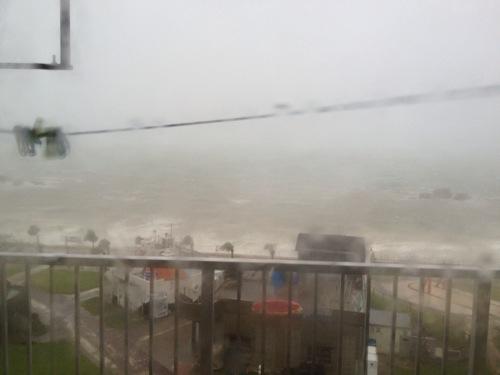 [動画][アラハビーチ]沖縄台風16号サンバ急接近で海が大荒れ
