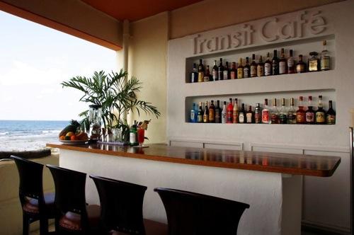 [沖縄]北谷にある海の見えるカフェ「Trainsit Cafe」おすすめです。