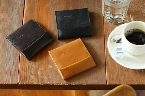 薄い財布 abrAsus(アブラサス)がオススメ。