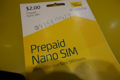 オーストラリア・シドニー空港でiPhone5用の「OPTUS」プリペイドSim nanoを契約しました。
