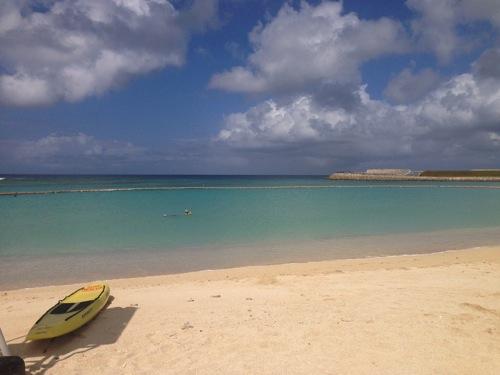 沖縄の海は10月31日まで泳げるんだぜー!