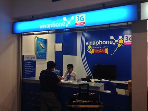 ホーチミン・タンソンニャット国際空港でiPhone 5用のプリペイドSimカードを購入 | ベトナム・ホーチミン旅行記
