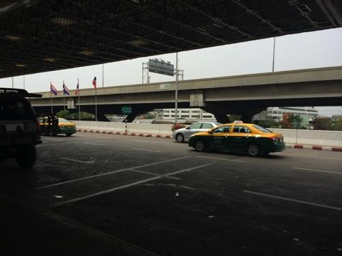 タイ・バンコク スワンナプーム空港に深夜到着した際 市内までのアクセス方法
