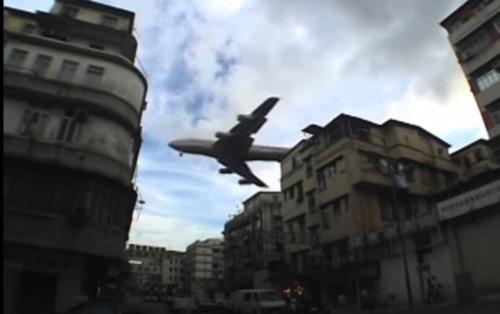 世界一着陸の難しい空港・旧・香港国際空港(啓徳空港)の着陸動画が怖い!